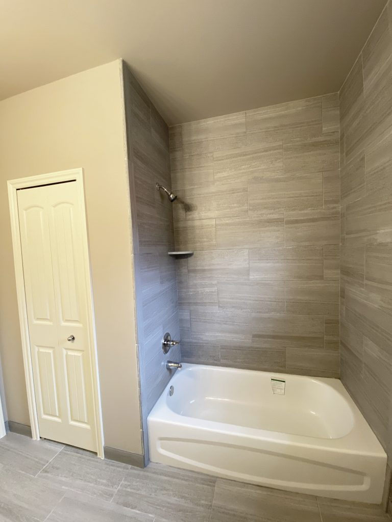 HMW20-Main Bath-2